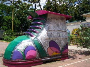 Shoe Store sa Harap ng World Of Butterflies